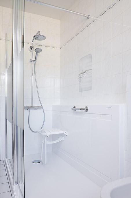 Van bad naar douche in n dag - Muurpanelen badkamer ...